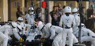 Bottas tuvo que hacer una parada extra para cambiar su dañado alerón delantero - LaF1