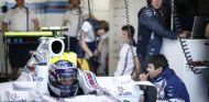 Valteri Bottas en su box con Williams - LaF1.es