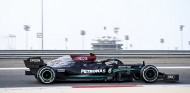 Mercedes despierta en el segundo día de test; 128 vueltas para Alonso - SoyMotor.com