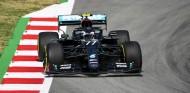 Doblete de Mercedes en los Libres 1 de España; Ferrari progresa - SoyMotor.com