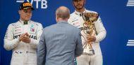 Valtteri Bottas y Lewis Hamilton en Sochi - SoyMotor.com