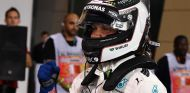 Bottas celebra su Pole en Baréin 2017; logo de Wihuri en su casco - SoyMotor