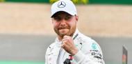 Valtteri Bottas celebra la Pole del GP de Gran Bretaña F1 2019 - SoyMotor