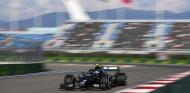 Bottas lidera un doblete Mercedes en los Libres 2 de Rusia; Sainz 4º - SoyMotor.com