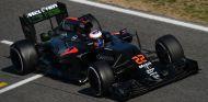 Jenson Button en los test de Barcelona - LaF1
