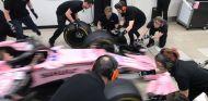 Práctica de paradas en boxes de Force India, con Halo incluido – SoyMotor.com