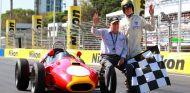 Sir Jack Brabham y su nieto Matthew en una imagen de archivo de 2009 - LaF1