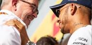 Ross Brawn y Lewis Hamilton en Silverstone - SoyMotor.com