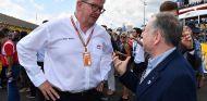 Ross Brawn conversa con Jean Todt en el GP de Francia - SoyMotor