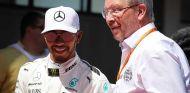 Lewis Hamilton y Ross Brawn - SoyMotor
