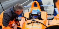 Gil de Ferran y Fernando Alonso en el test de Indianápolis - SoyMotor
