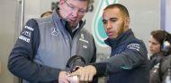 Ross Brawn y Lewis Hamilton durante la época en la que coincidieron en Mercedes - LaF1