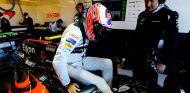 Button, en el box de McLaren