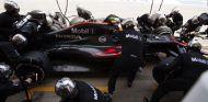 Jenson Button haciendo un pit stop durante el GP de España - LaF1