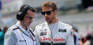Button homenajeará a su padre en Silverstone con un casco de color rosa - LaF1.es