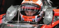Jenson Button subido al MP4-30 - LaF1.es