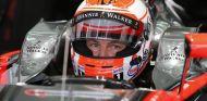 Jenson Button en el box de McLaren - LaF1.es