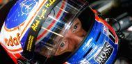Jenson Button compartirá box con Kevin Magnussen - laF1