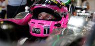 Jenson Button, pensativo en el box de McLaren - LaF1