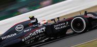 Jenson Button subido al MP4-30 en Silverstone - LAF1.es