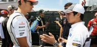 Jenson Button (izq.) y Kamui Kobayashi (der.) en 2012 – SoyMotor.com