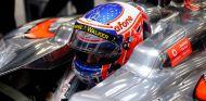 Jenson Button en su MP4-28