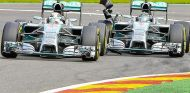 Instante preciso del toque entre Nico Rosberg y Lewis Hamilton - LaF1