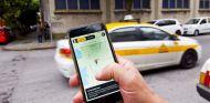 Complot de taxistas para cortar el paso a un coche de alquiler - SoyMotor.com