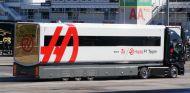 Los camiones del nuevo equipo Haas ya han llegado al Circuit - LaF1