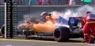 Carlos Sainz abandona en Australia por problemas de motor - SoyMotor.com