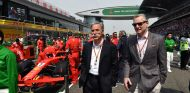 Chase Carey y Sean Bratches en China - SoyMotor.com