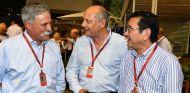 Chase Carey, Ron Dennis y Takahiro Hachigo en el GP de Singapur 2016 - SoyMotor.com
