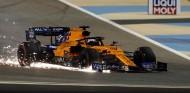 Carlos Sainz con el frontal roto en el GP de Baréin F1 2019 - SoyMotor