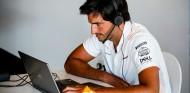 "Sainz, con Elkann: ""Hasta 2022 será difícil ser rivales de Mercedes"" - SoyMotor.com"