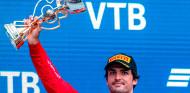 Carrera de obstáculos: Sainz se reivindica con un podio feliz en Rusia - SoyMotor.com