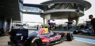 Carlos Sainz con el World Series con el que ganó la Fórmula Renault 3.5 en 2014 - LaF1