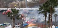 Lío total en el Clash de Daytona: 17 accidentados y victoria de Johnson