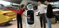 Robots vende coches: ¿el futuro de los concesionarios? - SoyMotor.com