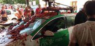 Así quedó el coche de Google tras la tomatina - SoyMotor