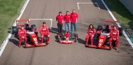 Cobián posa junto a Marta García, Coletta y McCarthy, los otros asistentes a la Academia de Ferrari - LaF1