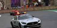 Coche de seguridad, por delante de Vettel en Bakú - SoyMotor.com