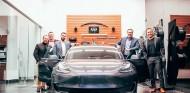Entrega del Tesla Model 3 en el concesionario Infiniti - SoyMotor.com