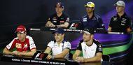 Vettel, Massa y Button sentados en la fila de abajo, y Verstappen, Nasr y Hülkenberg, en la de arriba - LaF1