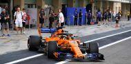 Carlos Sainz en los test de Abu Dabi con McLaren - SoyMotor