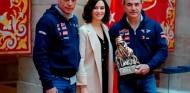 La Comunidad de Madrid homenajea a Sainz y Cruz por su Dakar - SoyMotor.com