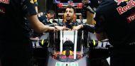 Daniel Ricciardo con la cúpula de Red Bull en Rusia - LaF1