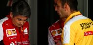 Cyril Abiteboul charla con Marco Mattiacci - LaF1.es