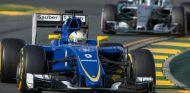 Marcus Ericsson por delante de Nico Rosberg - LaF1