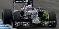 Daniel Ricciardo subido al RB11 en Jerez - LaF1.es