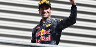 Daniel Ricciardo en el podio de Spa - LaF1